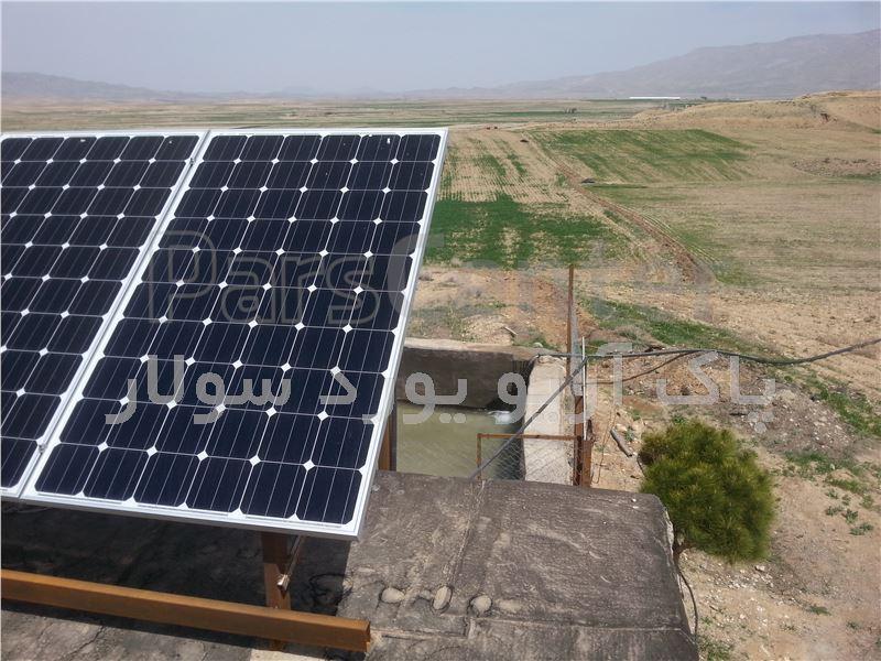 پمپ آب خورشیدی تک فاز(2.2کیلووات 3اسب بخار) 2/5اینچ 36متر عمق آبدهی 8متر مکعب درساعت(همراه پنل)