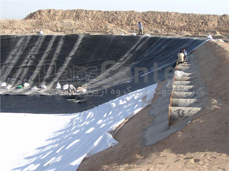 ساخت استخر ذخیره آب با ورق ژئوممبران، مجتمع مس میدوک، کرمان