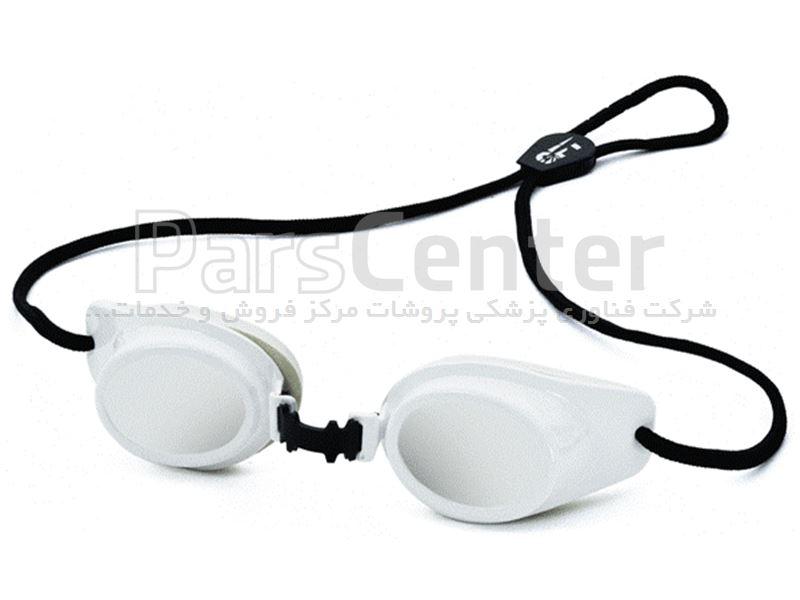 عینک لیزر پزشکی بیمار