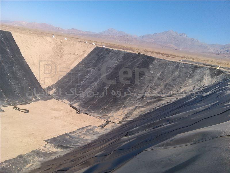 اجرای استخر کشاورزی عمیق با ورق ژئوممبران، کرمان