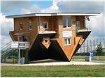 ساخت خانه های معروف به< وارونه >