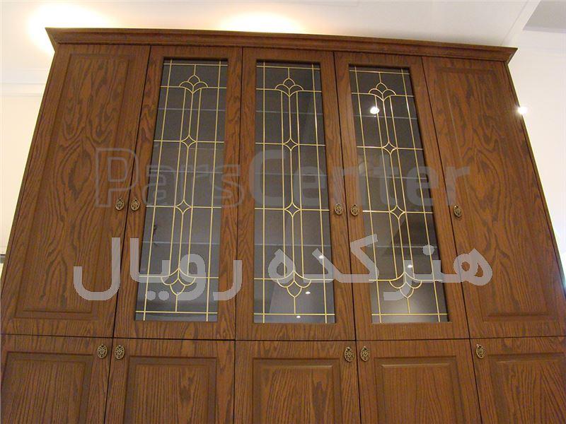شیشه تزیینی و دکوراتیو فلز کوب طلایی آلمانی برای درب کابینت کلاسیک چوبی در پروژه شیخ بهایی ، امداد غربی