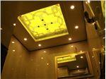 شیشه تزیینی و دکوراتیو فلز کوب طلایی برای سقف کناف و کاذب سرویس بهداشتی در پروژه آجودانیه (سرویس دو)