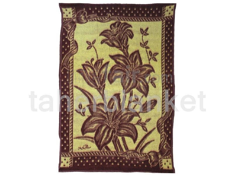 felt blanket with parjak-flower design