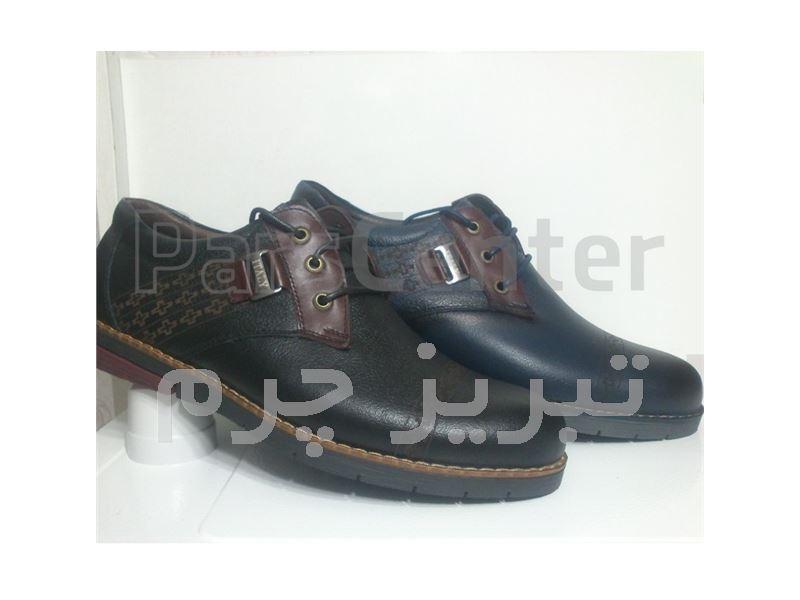 کفش چرم اسپورت کد 130 رنگ مشکی و سورمه ای