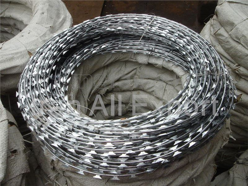 Barbed wire from Iran to Turkmenistan