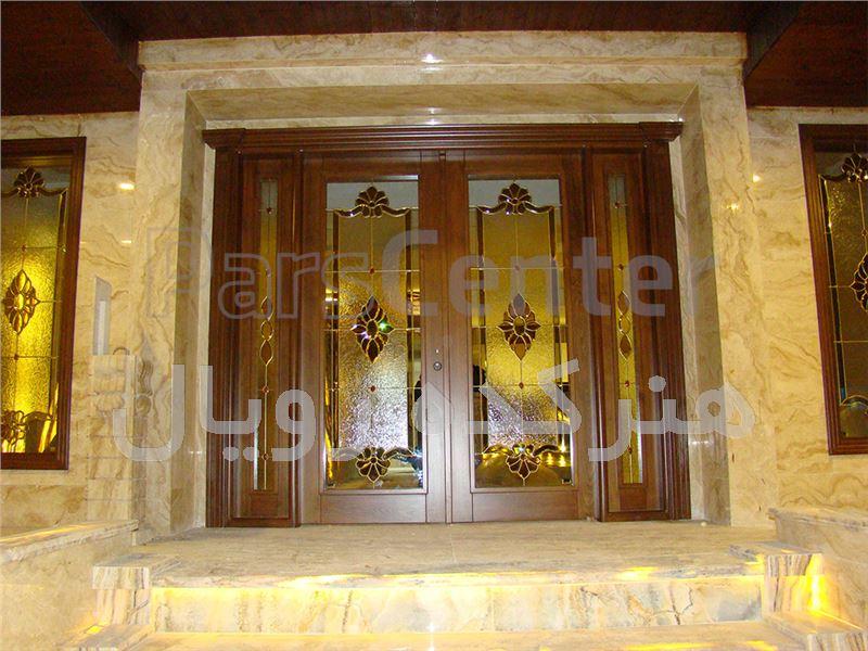 شیشه تزیینی و دکوراتیو تیفانی ( استیند گلس )برای درب ورودی چوبی و شیشه خور لابی و پنجره های نورگیر لابی در پروژه خیابان جردن،خیابان سایه