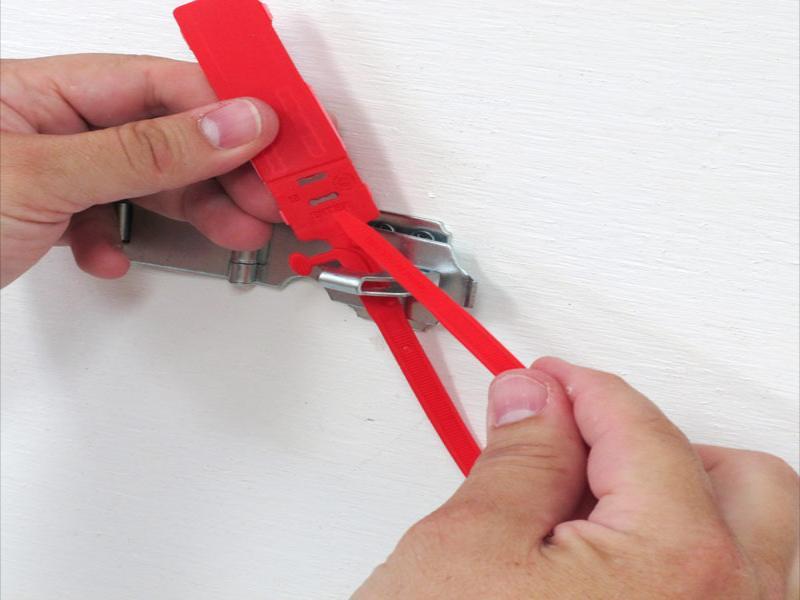 پلمپ پلاستیکی درب انبار و ماشین های حمل -شرکت ایمن کاران