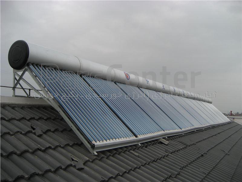 آبگرمکن خورشیدی با حجم مخزن ۲۰۰ لیتر