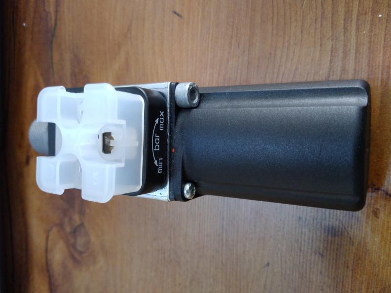 کلید فشار هیدروالکتریکی{Hydro-electric pressure switches}