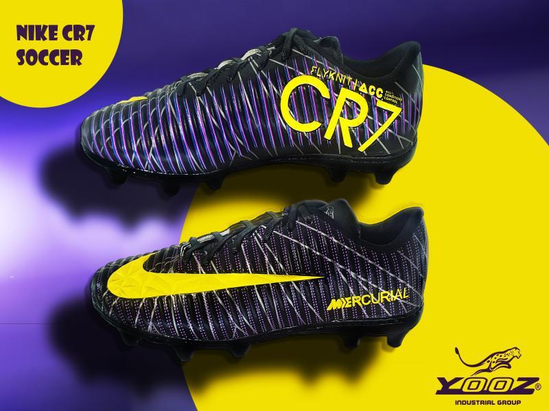 men stock soccer shoe CR7