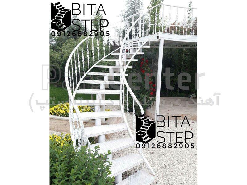 پله گرد محوری با نرده فرفورژه Bitastep