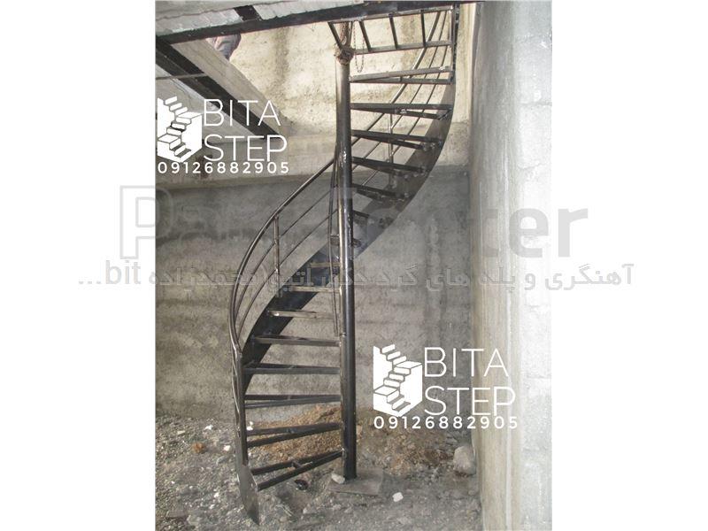 پله گرد مارپیچ ورقی با نرده خطی