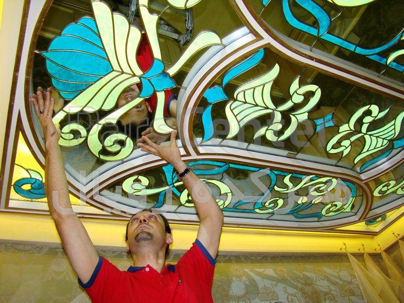 شیشه تزیینی و دکوراتیو تیفانی ( استیند گلس )برای سقف شیشه ای کاذب سرویس بهداشتی میهمان در پروژه فرمانیه ، برج رویال رزیدنس (Royal Residence)