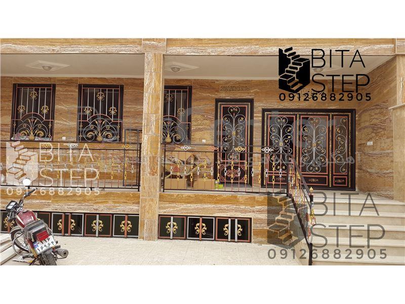 حفاظ فرفورژه پنجره طاووسی