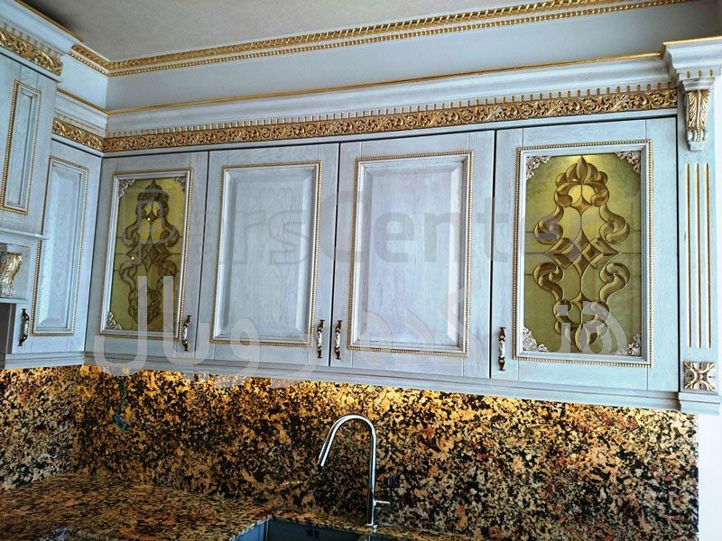 شیشه تزیینی تیفانی درب کابینت کلاسیک چوبی پروژه الهیه ، برج بوستان 19